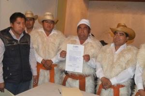 ENTREGAN CONSTANCIA DE MAYORÍA A PRESIDENTE ELECTO DE SAN JUAN CHAMULA. ENTREGAN CONSTANCIA DE MAYORÍA A PRESIDENTE ELECTO DE SAN JUAN CHAMULA.